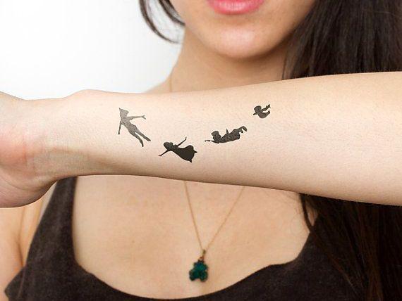 Oltre 25 fantastiche idee su tatuaggio sul polso su for Tattoo fiori sul polso