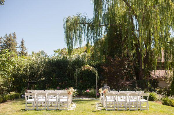 backyard wedding ceremony ideas http://www.weddingchicks.com/2013/09/17/backyard-style-wedding/