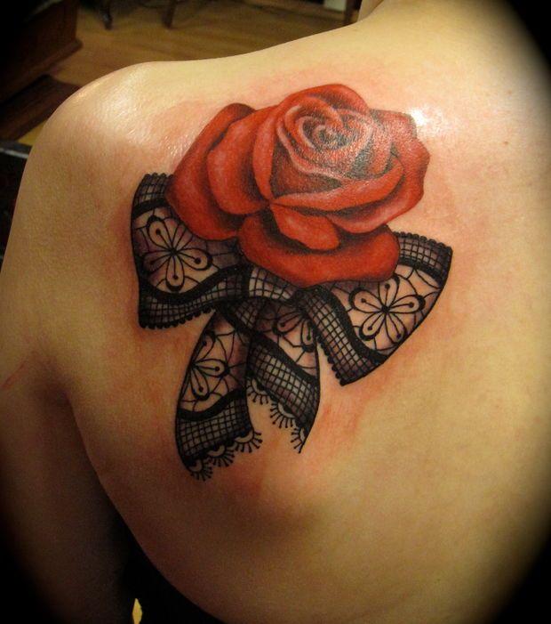 1000 id es sur le th me tatouages clavicule sur pinterest - Tatouage rose hanche ...