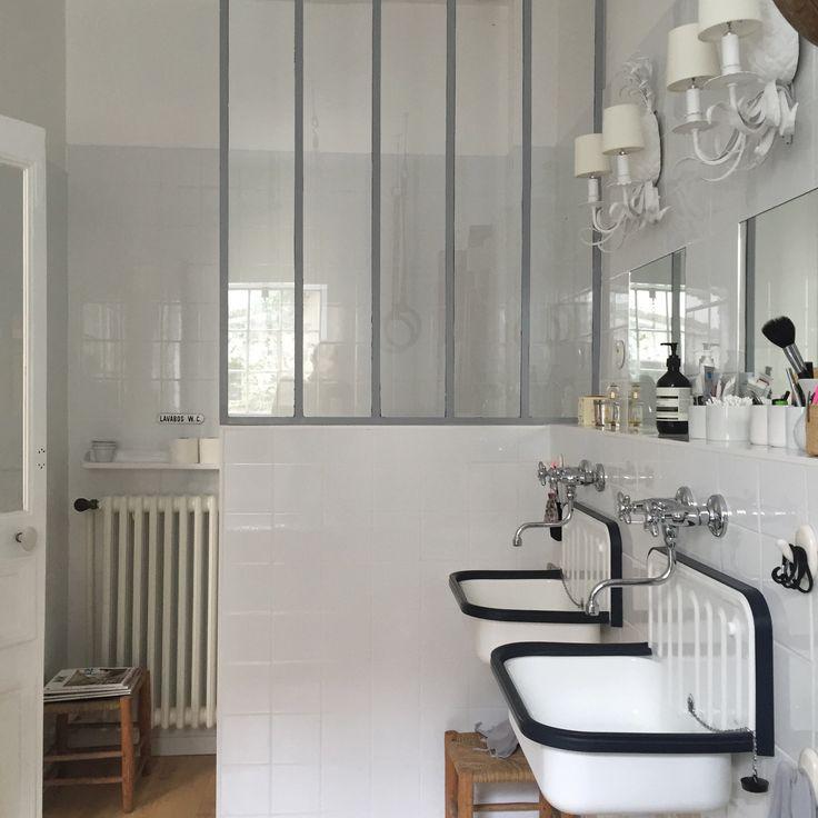 Salle de bain esprit atelier, vasques  rétro, verrière | bathroom, vintage | Nomibis home