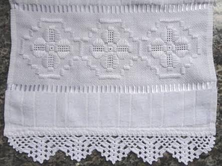 Resultado de imagem para toalhas de lavabo bordadas com hardanger
