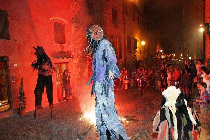 Corsa all'Anello Narni tra magia e fuoco nel cuore della città .Ad invadere il centro storico del borgo sarà la compagnia Piccolo Nuovo Teatro con lo spettacolo clou della manifestazione