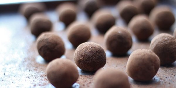 Полезные десерты: веганские овсяно-кофейные конфеты