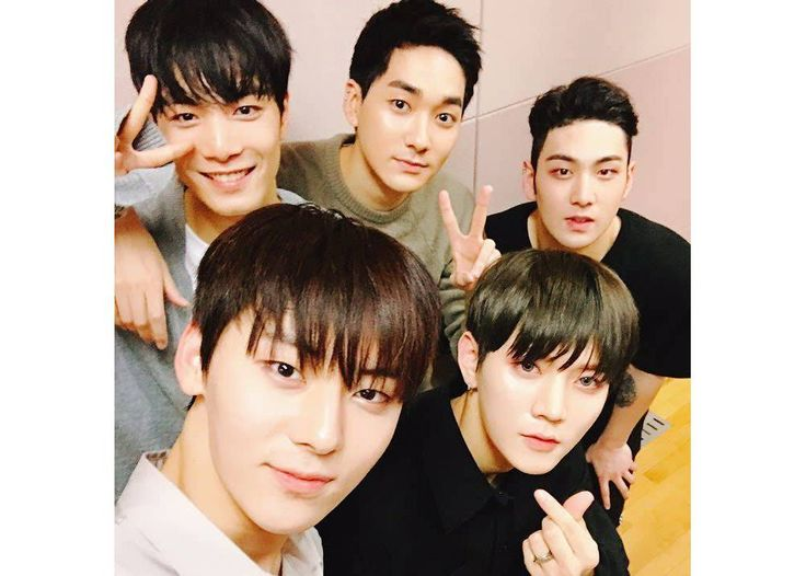 NU'EST takes long-awaited photo as a full group of five | allkpop.com