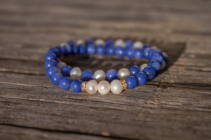 Set+náramků+-+perleť+a+perly+Kombina+modrých+perleťovných+korálků,+říčních+perel+a+rondel+s+kaminky+na+pružence.+Velikost+náramků+je+cca+18+cm.