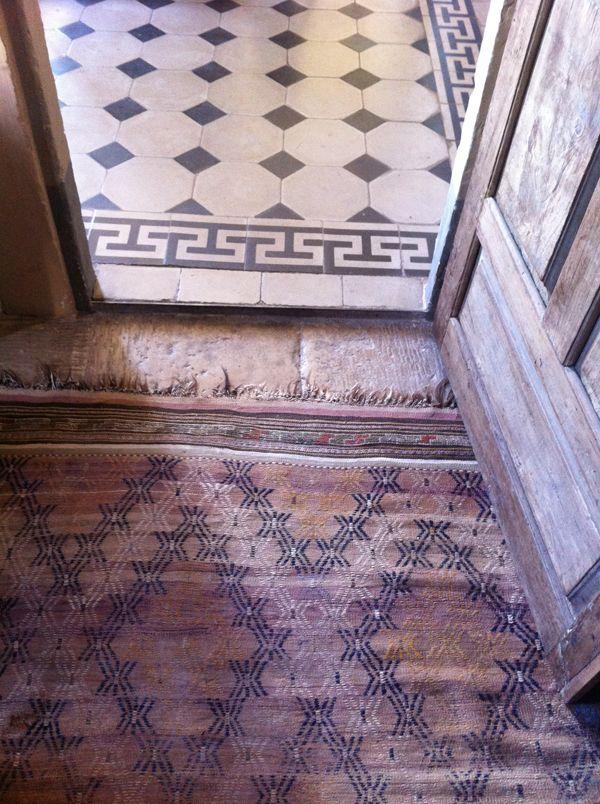 übergang...: Floors Patterns, House Design, Turkish Rugs, White Tile Floors, Tile Patterns, Black And White, Hotels Interiors, Floors Design, Floors Rugs