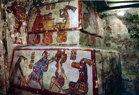 Según el sitio web de National Geographic, arqueólgos han descubierto una serie de pinturas al fresco y jeroglíficos mayas, que podrían ser de gran ayuda para conocer la vida cotidiana de esta civilización antigua que se desrrolló entre los años 620 y 700 d.C.en Calakmul,Mexico,creo que en  Campeche
