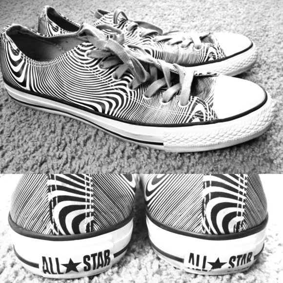 Black & White Converse Men's 9/ Women's 11 Used black and white converse. In good condition and have plenty of wear left in them. Have wear on sides toward the heel. Men's size 9/ Women's size 11 Converse Shoes Sneakers