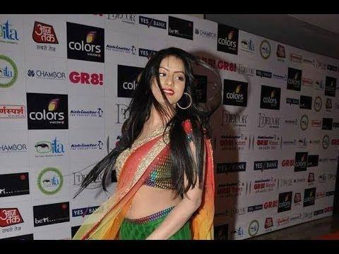 Deepika Singh aka Sandhya GORGEOUS in saree at GR8 Women Awards 2013.