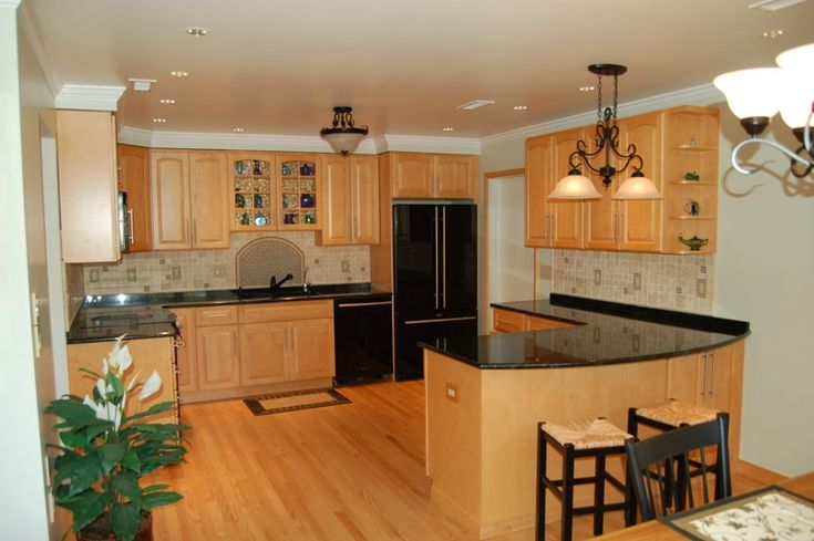 kitchen backsplashes with granite countertops | kitchen ... on Backsplash Maple Cabinets With Black Countertops  id=58828