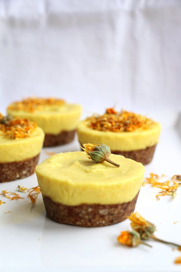 Crust with nuts, dates and coconut oil, topping with (frozen) mango and creamed coconut