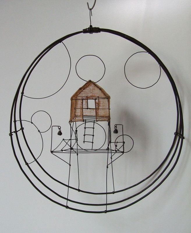 ° petit monde PM fil de fer & tarlatane teintée H 27 X 24 X 6 cm