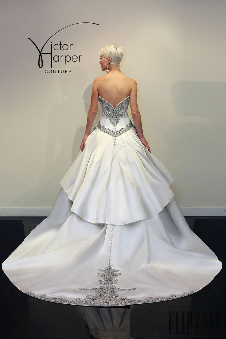 Victor Harper Couture 2015 collection - Bridal - http://www.flip-zone.net/fashion/bridal/couture/victor-harper-couture-4738
