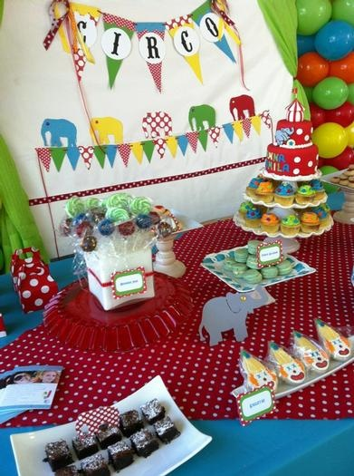 like the bunting ideas for circus party