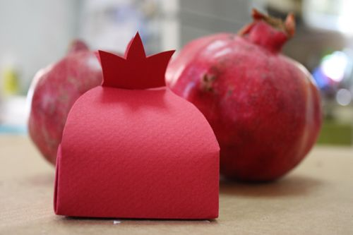 Adorable Pomegranate Box for Rosh Hashanah - fill with something fun for kids? Use as placecards?