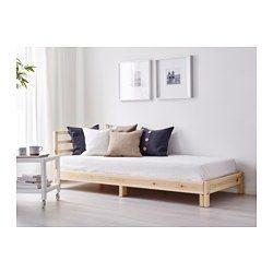 IKEA - TARVA, Tagesbett/2 Matratzen, Kiefer/Moshult fest, , Der elastische Schaumstoff der Matratze ist sehr bequem und stützt den Körper gleichmäßig.
