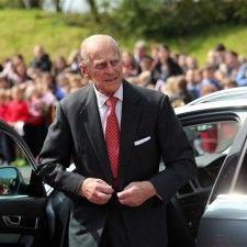 LONDEN - Prins Philip wordt dinsdag 93 jaar. De echtgenoot van de Britse koningin Elizabeth viert zijn verjaardag dinsdagmiddag tijdens een tuinfeest op Buckingham Palace waar 8000 gasten voor zijn uitgenodigd, weet The Telegraph.