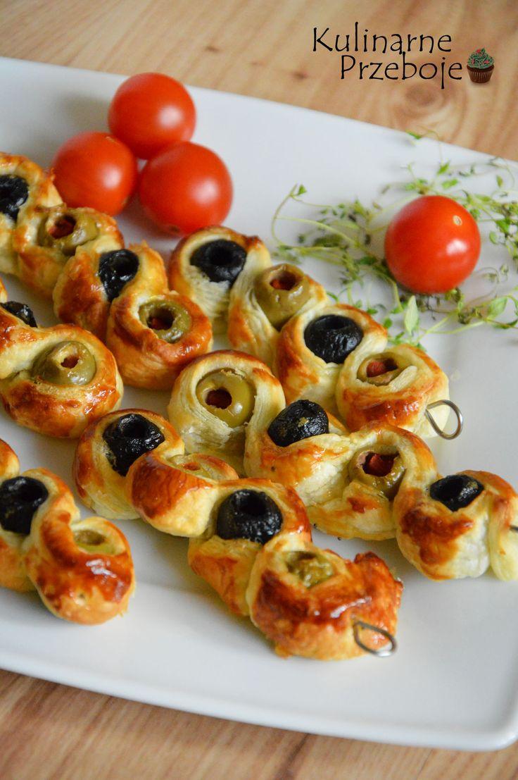 oliwki w cieście francuskim, oliwki owinięte w cieście francuskim, szybkie przekąski na sylwestra, przekąski na imprezę z ciasta francuskiego, szybkie kąski