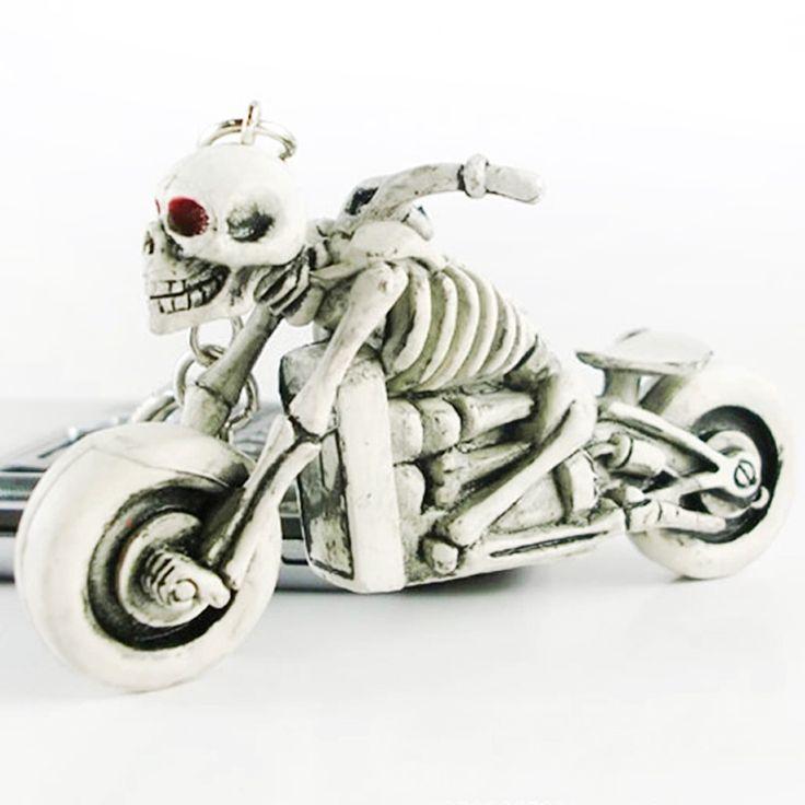 ノベルティ頭蓋骨キーホルダーゴム悪魔死モンスターモーター車のキーチェーン海賊リングchaveiro llaveros男性小物アクセサリーギフト