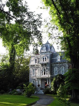 Queen Anne Inn: The Inn