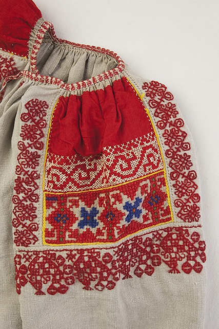 Beautiful folk embroideries of Ingria, the geographical area of Russia near Finland and historically ethnic Finns | FolkCostume: Costumes and Embroidery of Ingria, part 1