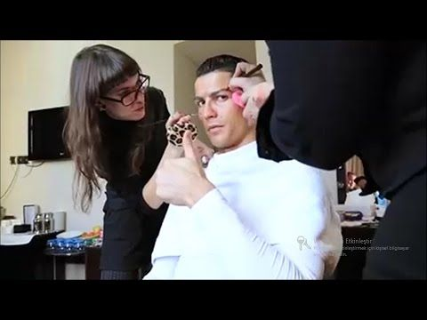 Cristiano Ronaldo surprises a kid on a Madrid's street / in disguise - HD Video - - YouTube