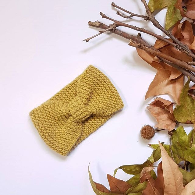 I love this color (link in bio) #headband #fasciacapelli #fattoamano #fiocco #earwarmer #turbante #turban #wool #autumncolors #handmade #autumn #instamamme #im_crafty #dominohandmade #depop #bigcartel #creatorslane #abbigliamento #instafattoamano #knitting #knitted #winteriscoming #winter  #hairturban