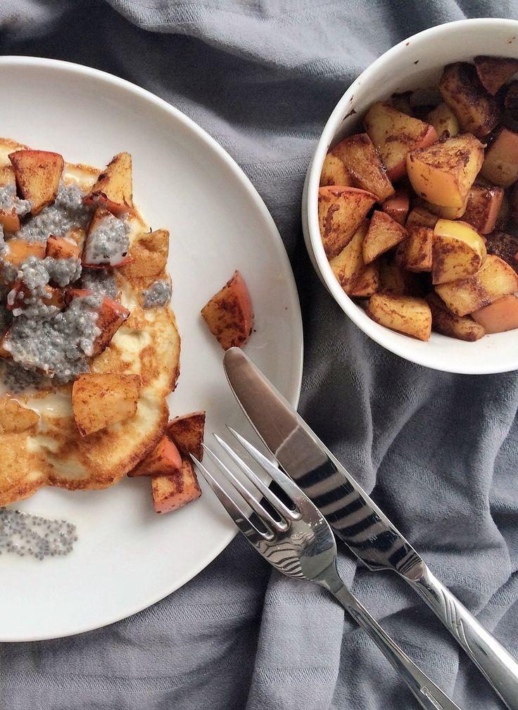 Leckere Low Carb Pancakes ganz einfach zubereitet. Das Rezept findet ihr auf meinem Blog: https://schoenblick.wordpress.com/2016/03/06/low-carb-pancakes/
