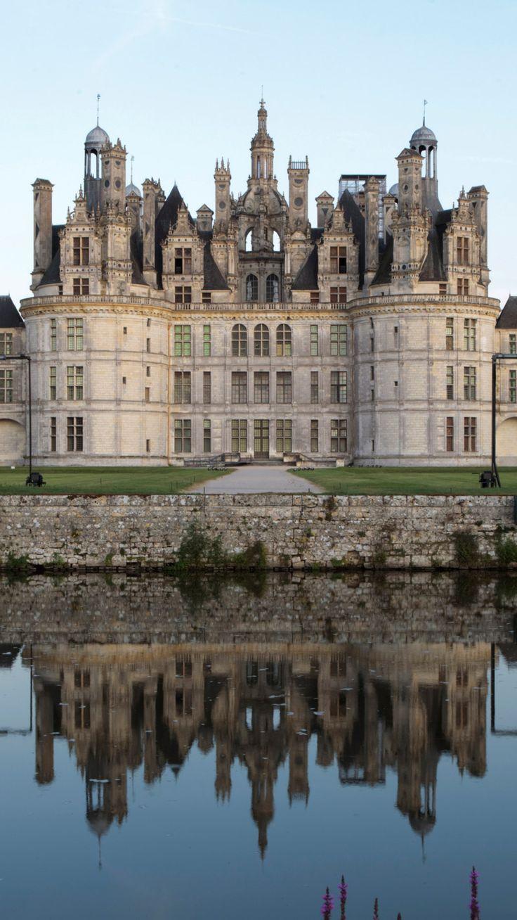 Das Château de Chambord ist das prächtigste Schloss an der französischen Loire und wurde in der ersten Hälfte des 16. Jahrhunderts als Jagdschloss errichtet. Es befindet sich rund zweieinhalb Autostunden außerhalb von Paris.