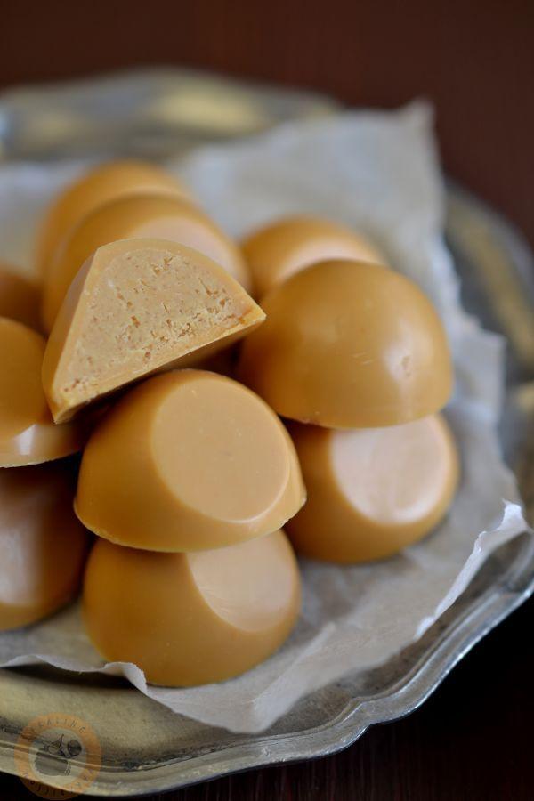 Praliné Paradicsom: Sósmogyoró-praliné karamellizált fehércsoki-burokban
