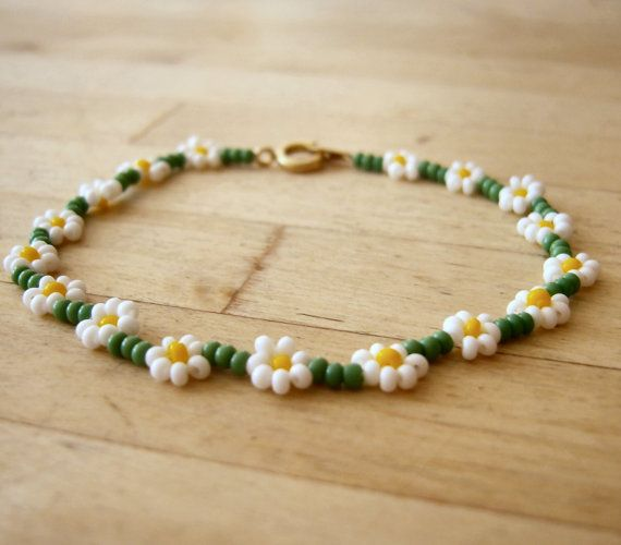 Daisy chain bracelet | This wouldn't be too hard to make