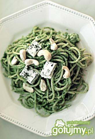 Spaghetti z pesto z rukoli i nerkowców. Wgląda wyśmienicie!