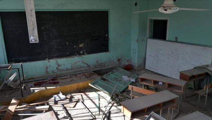 Rezim Nushairiyah gempur 3 sekolah di Idlib 9 orang dilaporkan tewas  IDLIB (Arrahmah.com) - Jet-jet tempur rezim Nushairiyah pimpinan Bashar Asad telah membombardir tiga sekolah di provinsi Idlib pada Sabtu (26/11/2016) saat 9 orang dilaporkan tewas dalam serangan udara di pedesaan selatan.  Direktorat Pendidikan di provinsi yang dikuasai oleh Mujahidin Suriah mengatakan bahwa 3 sekolah di desa Kafr Eyn Maerzita dan Al-Hubait rusak sebagian karena serangan udara yang disengaja lansir Zaman…