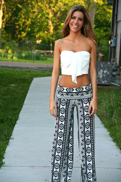 Could never wear the top but those are really cute Black and White Aztec Yoga Pants