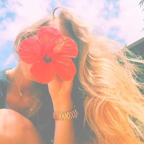 Image Via We Heart It Blonde Filter Flower Girl Hair Pastel Red Summer Tropical Tumblr