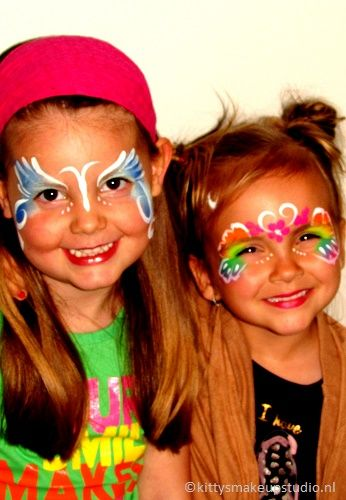 Easy butterfly in blue and rainbow. Picture is not that good but the kids are smiling ;-)