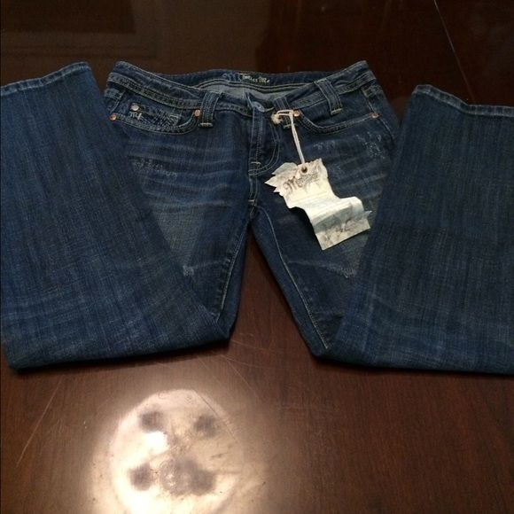 """SALEREDUCEDNWT Miss Me Long Capris These NWT Miss Me Capris have a 25"""" inseam. Miss Me Jeans"""