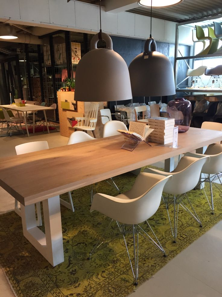 Eettafel: hout met wit houten onderstel