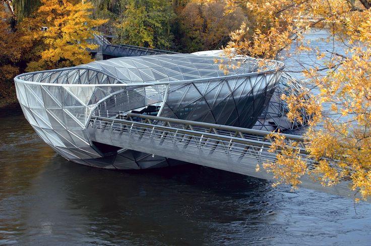 Мост-остров Муринзель в городе Грац (Австрия).