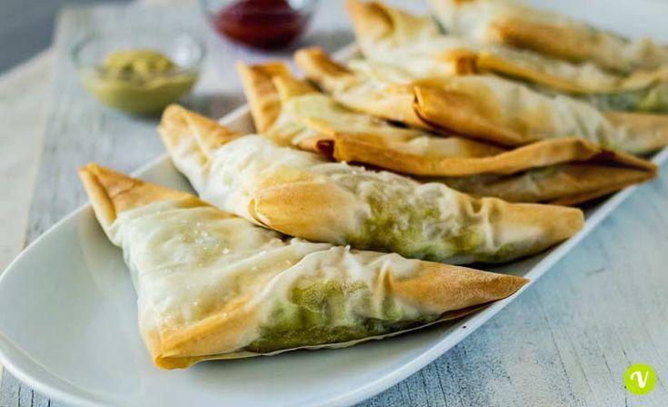I famosi fagottini ripieni di origine indiana in chiave vegan, facilissimi da preparare e ideali sia per una cena che per un antipasto o aperitivo.
