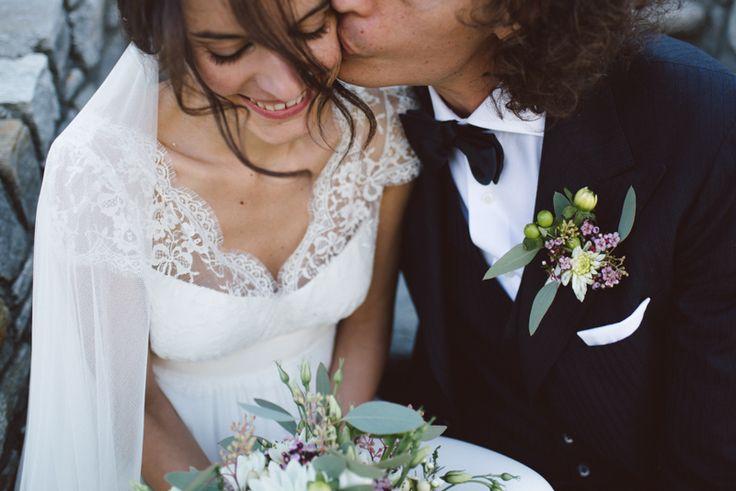 il matrimonio in montagna di Monica e Simone al Bellevue Hotel di Cogne. Nelle fotografie di Margherita Calati l'abito da sposa di Laure de Sagazan.
