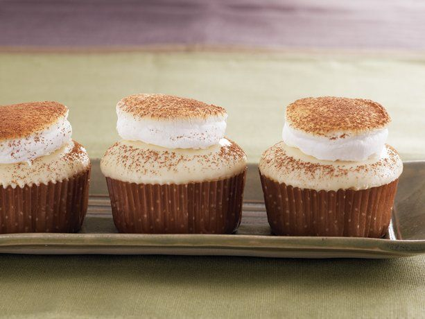 Marshmellow chocolate cupcakes: Desserts, White Chocolates, White Hot Chocolates, Hot Chocolates Cupcakes, Food, Recipes, Hot Chocolate Cupcakes, Betty Crocker, White Chocolate Cupcakes