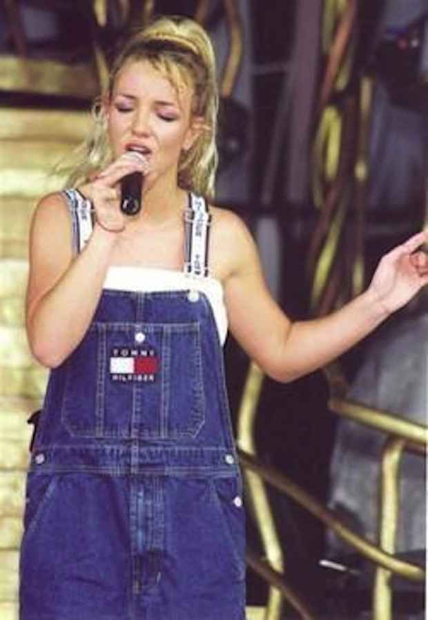 AND OH MY GOD BRITNEY SPEARS WEARING OVERALLS. PRETTY MUCH EVERY SINGLE TIME SOMEONE HAS EVER WORN OVERALLS: