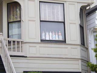 Voces del Cerro Aislado: Muñecas en la ventana