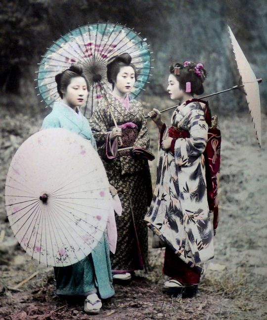 An 1890s study of Japanese women [two geisha and a maiko] by K. TAMAMURA of Yokohama, Japan. Text and image via Okinawa Soba on Flickr
