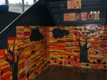 Trabajar la educación plástica durante el otoño. Hemos decorado con un paisaje de otoño el rincón de la entrada de la escuela. ...leer más