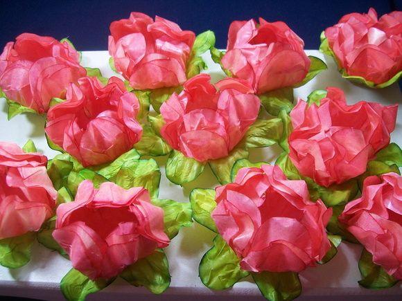 Forminha de papel manteiga em formato de flor, camélia aberta, com quatro camadas. Um charme na mesa de doces.Disponível nas cores rosa, laranja, amarelo queimado, creme e vermelho. Contatar vendedor para confirmar cores disponiveis. Preço unitário....R$ 1,30......pedido mínimo de 40 unidades R$ 1,30
