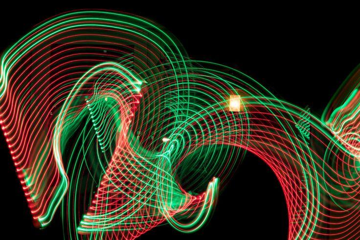Lightsaber 2.0 - LED-Version!  Durch die LEDs kann man wirklich alle Farben miteinander kombinieren. Wirklich ein Riesenspaß - und dabei habe ich noch gar nicht die Blink-Funktion ausprobiert. Die teste ich noch mal separat. . . . . . . #lightpainting #diy #light #lightsaber #olympus #omd #em1 #leica #nocticron #olympusomd #night #dark #color #green #red #torch #led #lightart #langzeitbelichtung #instagood #instadaily #longexposure #lightjunkies #nightphotography #weownthenight #röhre…