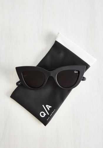Kitti Sunglasses in Noir by Quay - Black, Solid, Summer, Variation, Beach/Resort, Lounge