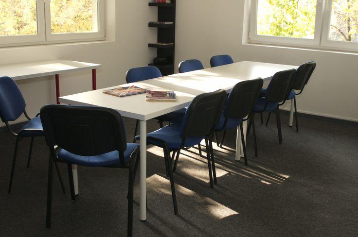 A nyelviskolában ilyen egy kommunikációs terem.